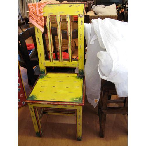 Sedia in legno massello di acacia con schienale alto for Sedia da ufficio gialla