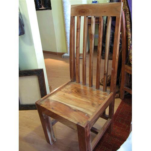 Sedia in legno massello di acacia con schienale alto - Sedie e Pouf ...