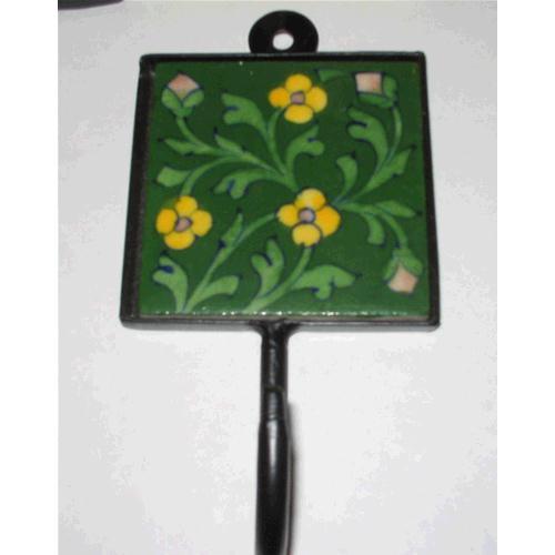 Appendiabiti Singolo Con Fiore E Sfondo Verde Hanging India
