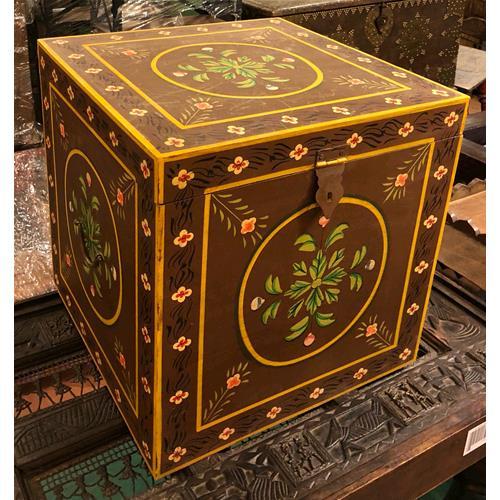 Baule decorato a mano in legno massello di acacia bauli e cassapanche india world store - Come rivestire internamente un baule ...